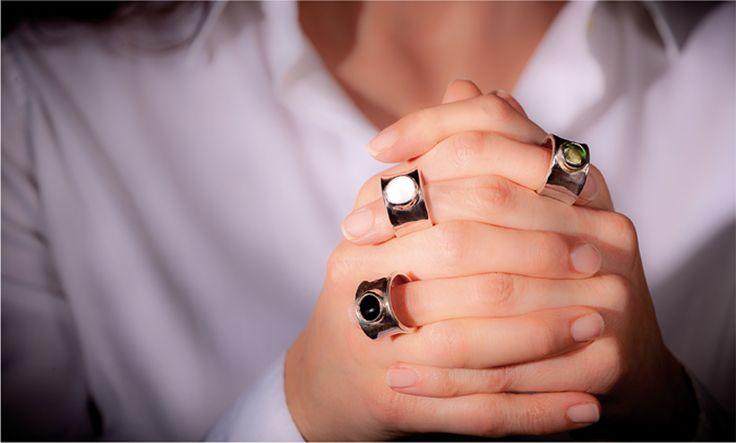 Silver and glass handmade rings: Olimpia, glass jewels. Anelli in argento e cabochon colorati in vetro borosilicato. Olimpia, la grande bellezza. By Blueside emotional design