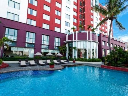 Swimming Pool Hotel Aryaduta Makassar
