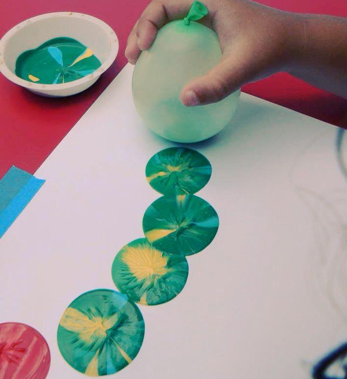 Ooit al eens met een ballon een schilderij gemaakt? Zeker eens proberen! Wel oppassen, het is niet gemakkelijk.. #inspiratie
