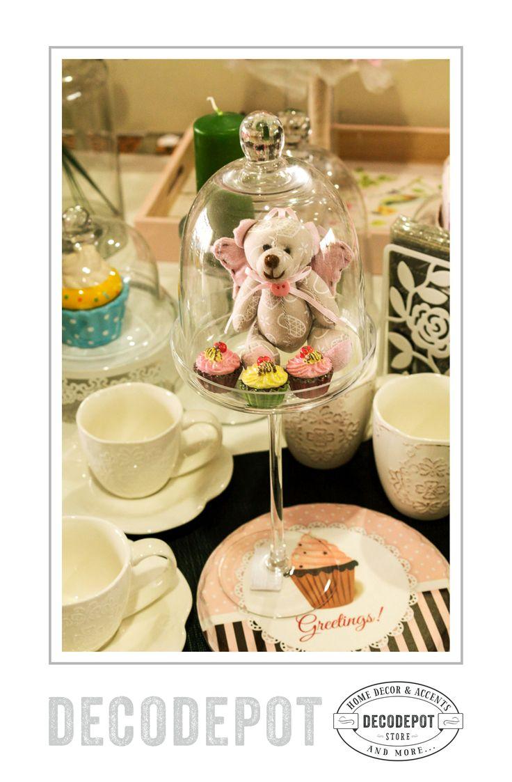 Suport de sticlă pentru cupcakes, diverse mărimi şi cu capac de sticlă. Cupcakes handler and cover glass. Different sizes. Braşov. România. Gift. Decorative. Candy bar. Shop Online.