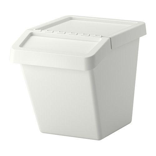 SORTERA Cubo de basura con tapa IKEA Con tapa plegable para que puedas abrirlo incluso si tiene otro cubo encima.