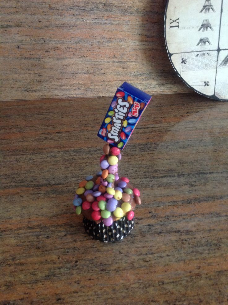 Mini smartie Gravity cake