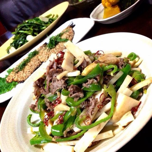 こんばんは  先日の酢豚に引き続きまたもや中華料理に挑戦しました  ・牛肉deチンジャオロース ・空芯菜のにんにく炒め ・鰯の梅生姜胡麻味噌焼き ・煮かぼちゃ ・枝豆  モリモリ食べて明日も元気に✌️ - 50件のもぐもぐ - ✨初めての青椒肉絲作りました✨ by Jun1Nakada