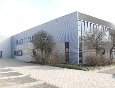 Bedrijfsruimte te huur aan de Coenecoop 550 te Waddinxveen. In de bedrijfsruimte zit ruim 700m2 gekoelde productie- en expeditie ruimten, grote vriesopslag ( +/- 225 pallets ), aparte kleedruimtes, kantine en entree voor productiepersoneel, entresolvloer ( 1300 m2 ) en een grote ruimte voor opslag/expeditie.  http://www.huurbieding.nl/huur/bedrijfsruimte/1-00985/waddinxveen/coenecoop-550.html  #bedrijfsruimte #kantoorruimte #tehuur #foodsector #waddinxveen #opslag #vriesopslag #productie