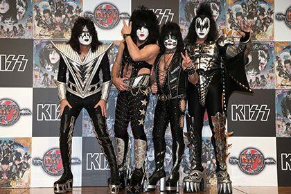 Группа Kiss начнет европейский тур с концерта в Москве http://mnogomerie.ru/2016/11/28/gryppa-kiss-nachnet-evropeiskii-tyr-s-koncerta-v-moskve/  Группа Kiss Американская рок-группа Kiss выступит в Москве 1 мая 2017 года в рамках европейского тура. Расписание гастролей было опубликовано на сайте коллектива в понедельник, 28 ноября. Концерт рокеров пройдет в спортивном комплексе «Олимпийский». Это второй приезд Kiss в Россию. Ранее группа выступала в Москве и Санкт-Петербурге в 2008 году. В…