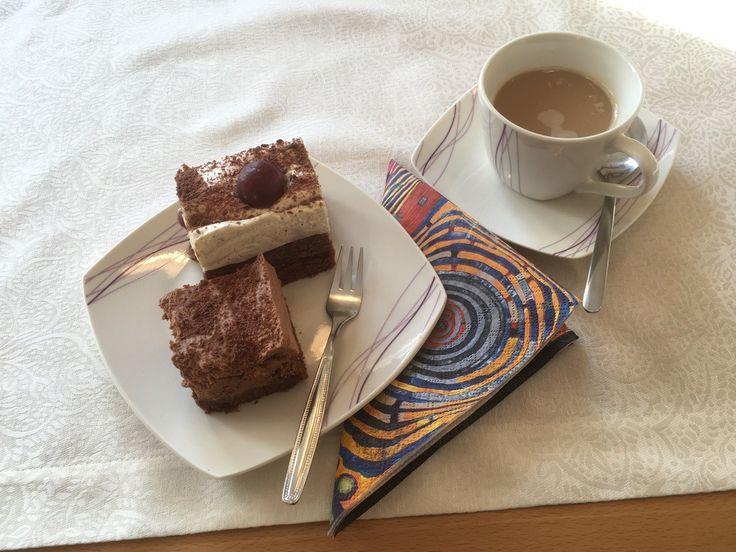 Einer meiner Lieblingskuchen, lecker auch deshalb, weil er zwei Geschmacksrichtungen in einem Kuchen beinhaltet.