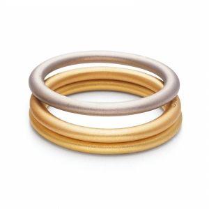 Niessing Farbringe. »Komponieren Sie Ihre Farbmelodie: Feine Ringe aus Platin und sieben Goldfarben erlauben die unterschiedlichsten Kombinationen.