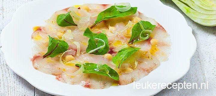 Leuk voorgerecht voor de kerst: carpaccio van vis met een saffraan mayonaise en lekkere dressing