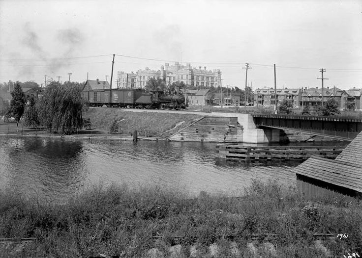 the Museum of Nature, which was once called the Victoria Memorial Museum (it's still written on the front).   Shown here from the east side of the Rideau Canal, looking over the railway swing bridge that used to cross the canal where the Queensway is now.  No date, but likely circa 1910.