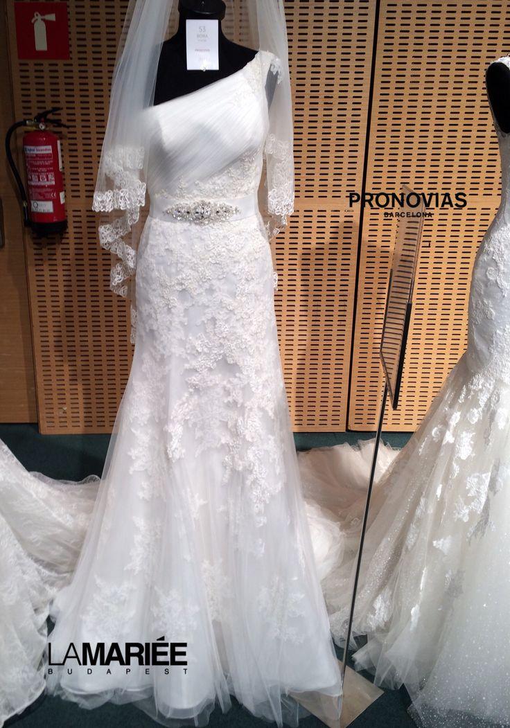 Bora wedding dress by Pronovias http://lamariee.hu/eskuvoi-ruha/pronovias-2015/bora