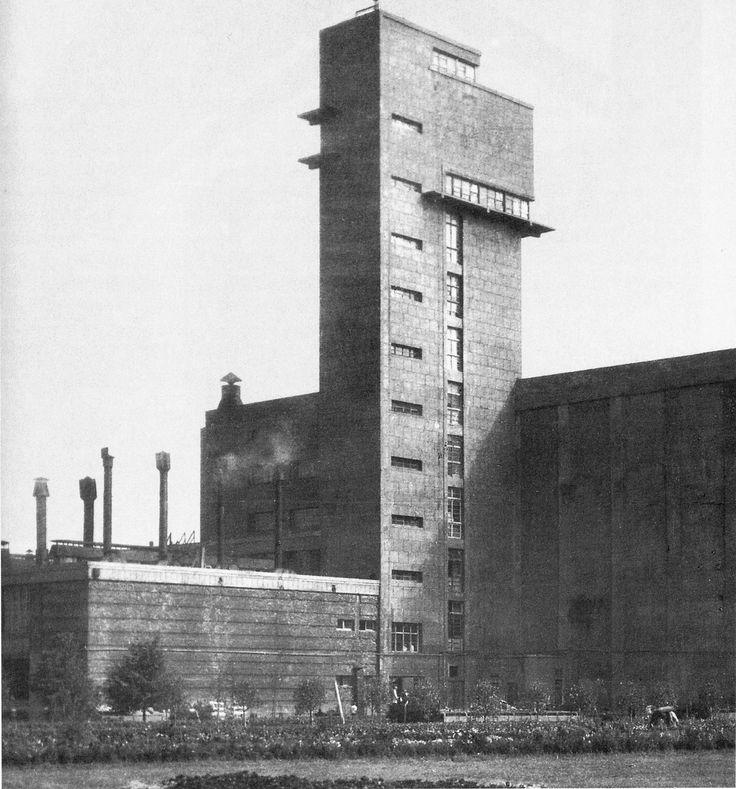 Kirov meat-packing plant in Leningrad, designed by Noi Trotskii, R. Zelikman, and B. Svelitskii (1931-1933).