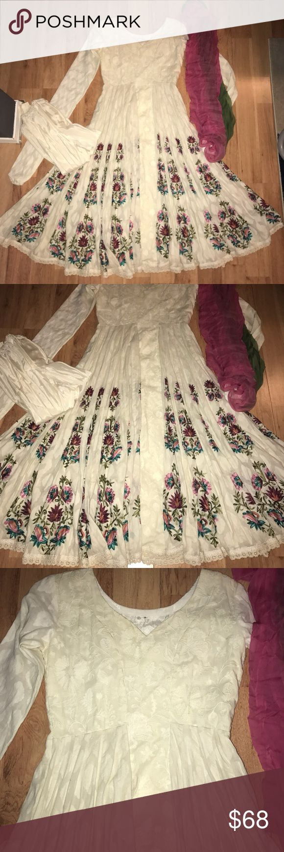 NWT Pakistani Dress Anarkali Cream & Floral! NWT new with tags cream & floral elegant Pakistani / Indian Anarkali Dress! Size 38, fits a medium/large Dresses