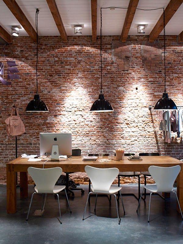 Un antiguo almacén reconvertido en un hogardulcehogar · A warehouse transformed into a homesweethome