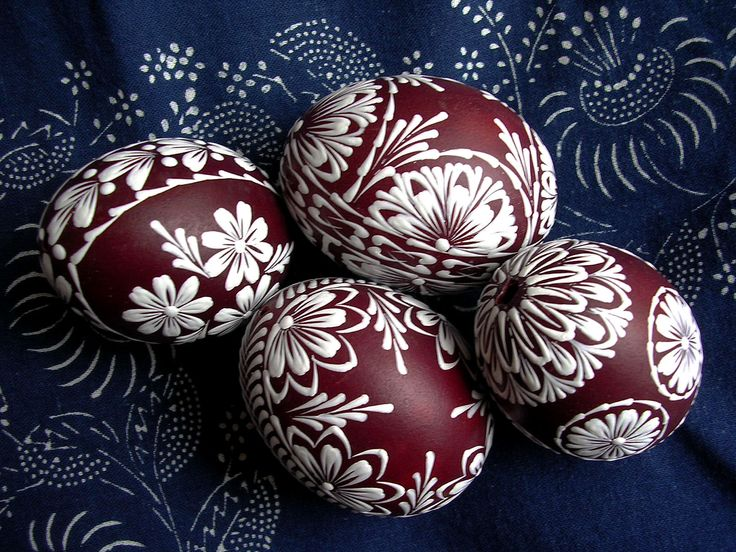 Look at the background fabric...as beautiful as the eggs!
