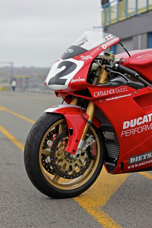 Foggy Rep. Iconic bike and rider. The front end that dominated WSBK.