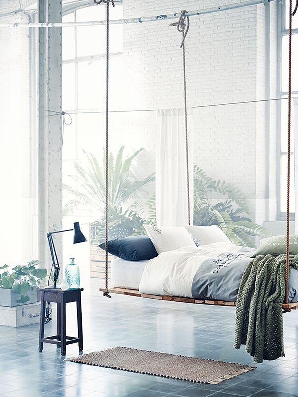Collection h&m home : du linge de lit inspiration exotique avec un lit - balançoire suspendu des tons naturels