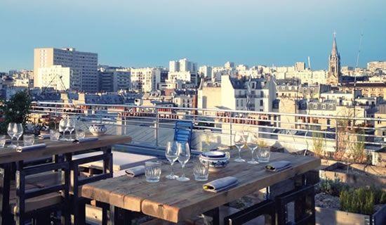 (eat) Le Perchoir @ St Maur >> Le premier rooftop parisien >> 14 rue Crespin du Gast, 75011 Paris  01 48 06 18 48  Menu unique en fonction du marché, de 42 et 48€ ( 3 petites entrées, 1 plat, 1 dessert )  Le dimanche soir, c'est côte de bœuf pour tout le monde.  Fermé le midi. Ouvert tous les soirs pour le bar, et du mercredi au dimanche soir pour le resto (possibilité de dîner sur la terrasse uniquement le dimanche soir)  Réservation obligatoire à l'adresse reservation@leperchoir.fr