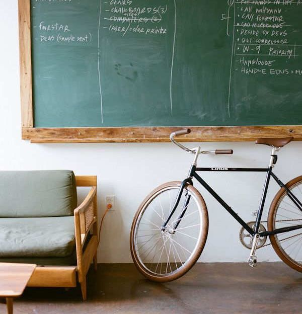 """Грифельная меловая стена для рисования в интерьере"" Блог дизайнера интерьера #грифельная #доска #меловая #стена #дизайн #интерьер  #slate #chalk #board #Wall #design #interior #designer #blog #StudioBapachi #Bapachi http://bapachi.by/grifelnaya-melovaya-stena-dlya-risovaniya-v-interere/"