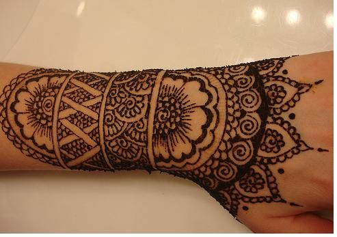 Henna--like covering your body in lace