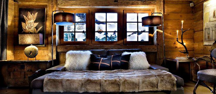 Alppihuvila Fermesin värimaailma on rakennettu tummin elementein.