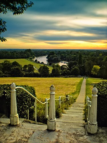 Evening walk in Richmond upon Thames, London, England