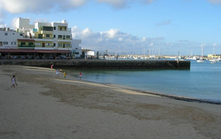 Corralejo Harbour and Town Beach http://www.villa-sahara.co.uk/place02.htm