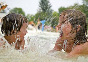 Summer is spray park season in Calgary! Spray parks operated by The City are open from 9 am to 9 pm daily.