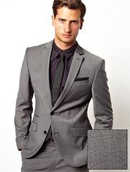 Traje para hombre color gris, puedes encontrarlo en ropalia.con en la categoría trajes de hombre.