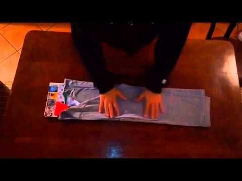 KONMARI TUNNEL: Come piegare una maglietta a maniche lunghe - YouTube