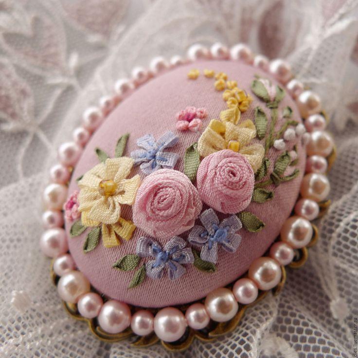Купить Брошь с вышивкой Бидермайера нежнейший образец - бледно-розовый, розовый, бидермайер