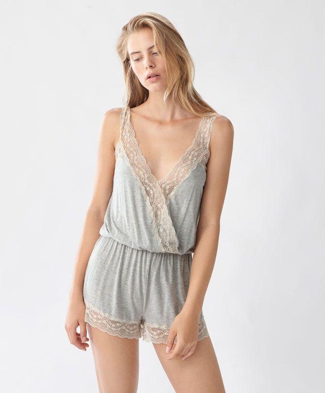 Combinaison unie blonde - Combinaisons - Dernières tendances Automne Hiver 2016 en mode femme chez OYSHO online : lingerie, vêtements de sport, pyjamas, bain, maillots de bain, bodies, robe de chambre, accessoires et chaussures.