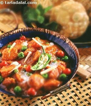 Soyabean nuggets and peas simmered in a tangy gravy.