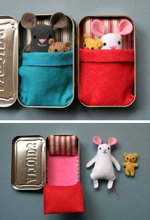 This is a cute way to add a traveling companion to your little girl's purse.A tin from Altoids or any other you prefer,a bit of scrap material and some felt critters! A nice going away gift when a little one goes on a trip.It will give her something to keep her occupied.