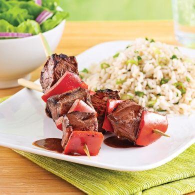 Essayez ces brochettes de bœuf savoureusement marinées dans une préparation au vin rouge et vinaigre balsamique!