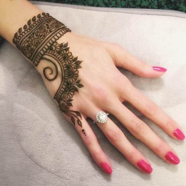 simple mehndi design for hand