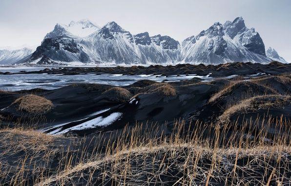 Фото обои чёрный песок, горы, Исландия, Stockksness, небо, трава, Vestrahorn