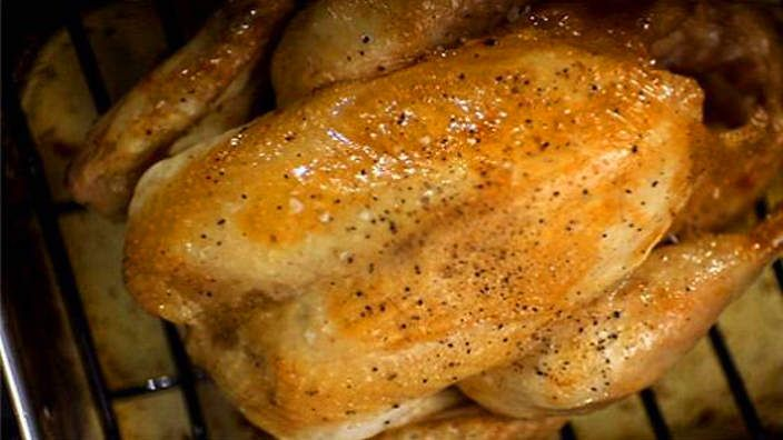 Heston Blumenthal's roast chicken recipe : must try this once I get a meat thermometer!
