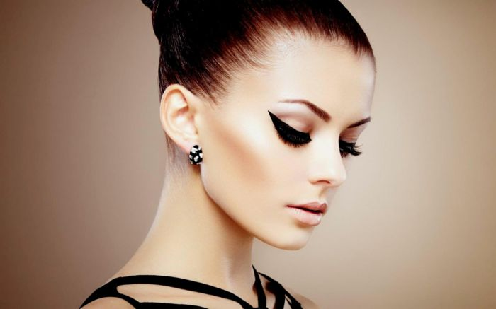 Schminken mit falschen Wimpern Lila Rosa Make up