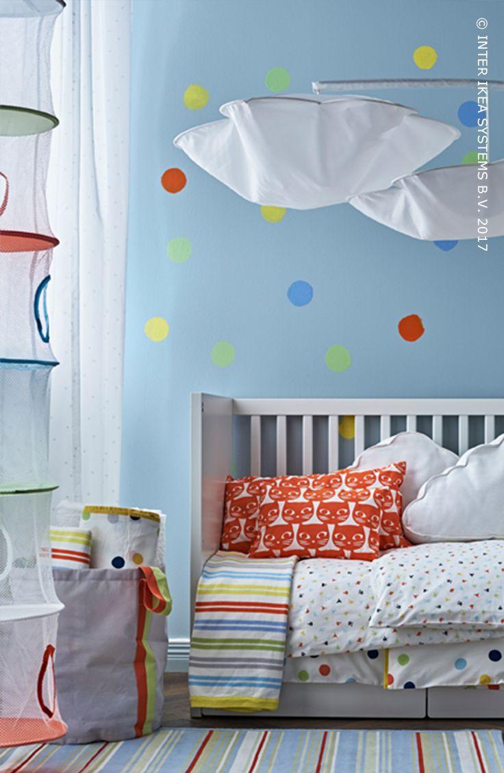 Baby op komst? Dat vraagt om een goed georganiseerde babykamer! Ga voor motieven zoals stippen en strepen en geef je babykamer een tijdloze look. Ontdek onze ideeën voor een babykamer op de groei. STJÄRNBILD Dekbedovertrek & sloop voor babybed, 6,99/st. #IKEABE #IKEAidee  Baby on the way? That calls for a well-organized baby room! Go for playful patterns like dots and stripes and give the room a timeless look. Discover our ideas. STJÄRNBILD Crib duvet cover, 6,99/pce. #IKEABE #IKEAidea