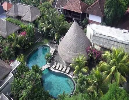 Our Bali Seminyak hotels thus host special retreats in a partnership with professional practitioners. If you are interested to take good care of yourself with Detox program, Fitness boot camp, Rejuvenate workshops, then Blue Karma can organize it for you.