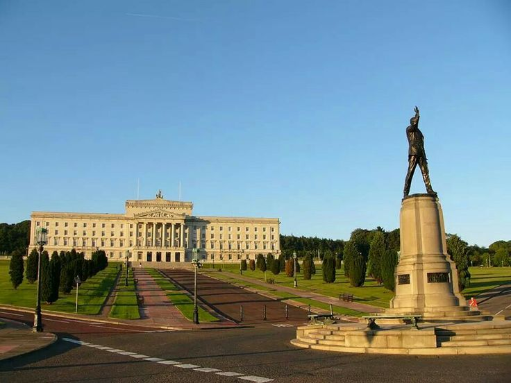 Stormont with Sir Edward Carson statue.