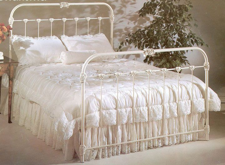 from cottage home furniture i have a bed just like this one antique iron bedsantique bedroomsfrench bedroomsiron bed framesqueen - Antique Queen Bed Frame