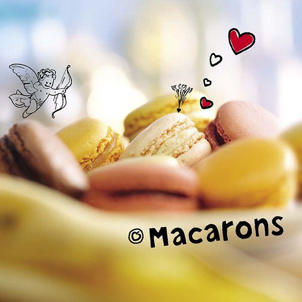 #Macarons komen oorspronkelijk uit Frankrijk. In 1862 richtte Louis-Ernest #Ladurée een #patisserie op in de Rue Royale 16 in Parijs. Zijn kleinzoon Pierre Desfontaines introduceerde macarons in 1930. Zijn eerste macarons bestonden uit twee kleine op amandel gebaseerde schuimpjes met een vulling van ganache. (bron: Wikipedia)