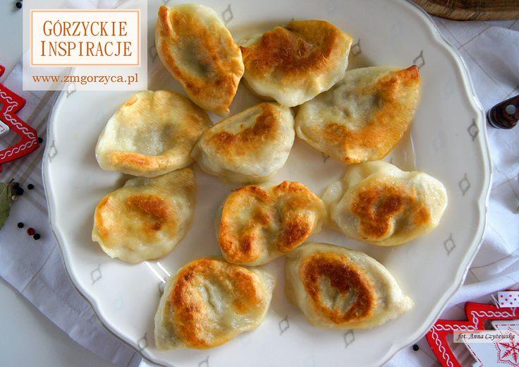 Pyszne pierogi z kapustą i grzybami – idealny dodatek do barszczu. Wzbogaciliśmy je kiełbasą myśliwską z dzika http://www.zmgorzyca.pl/index.php/pl/kulinarny/boze-narodzenie/430-swiateczne-pierogi