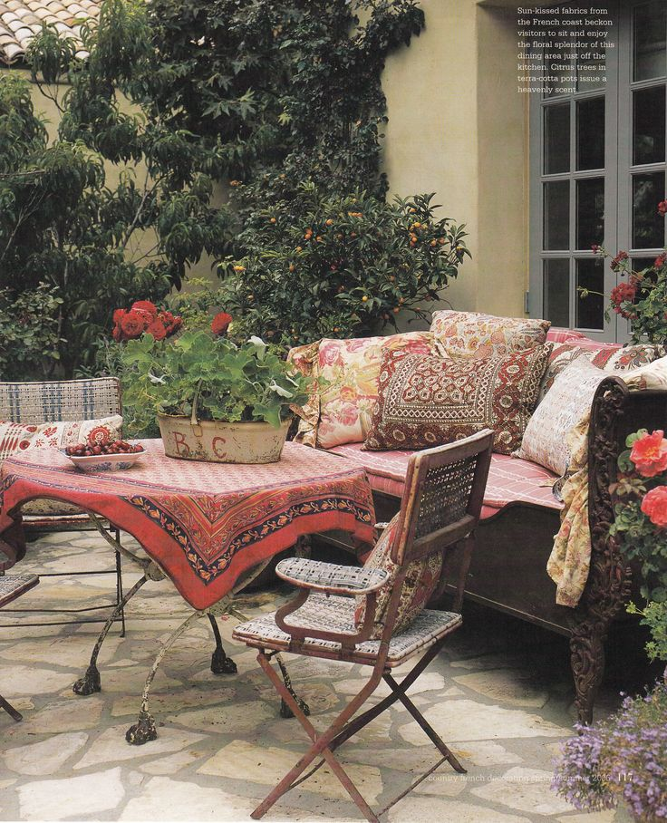 Bel Air Patio of Donna Kaplan by Lyn Von Kersting. Published: Country French Decorating by Better Homes & Gardens Spring Summer 2006