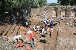 Hadrian's Villa: Work at the Lararium (2014)