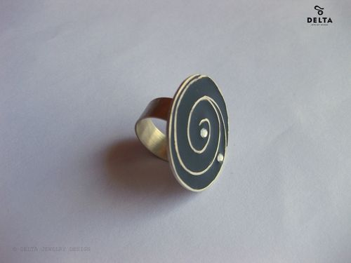 Sterling silver ring with black enamel and resin