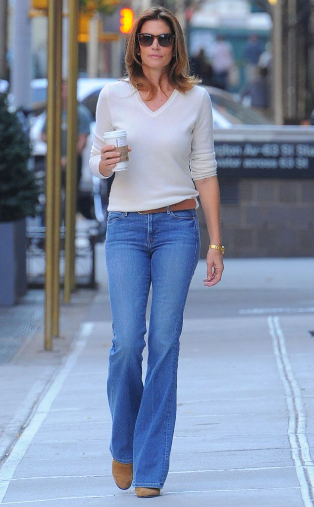 Supermodel Cindy Crawford treated the sidewalk as her runway, strutting her stuff in flared jeans, a chic cream sweater and classy sunnies!
