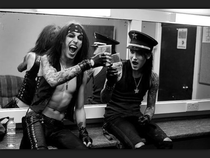 black veil brides crtique Unfortunately, vale is not a concept album about the welsh valleys, but it is a flamboyant mixture of classic black veil brides and frontman andy biersack's pop persona.