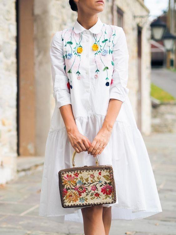 Tendencias: Bordados en la ropa ️ En 2017 los diseñadores han añadido bordados con motivos florales a los pantalones vaqueros,  pantalones cortos, chaquetas, faldas, vestidos, e incluso - en los zapatos y los bolsos.  #moda #estilo #tendencias #bordados #verano #fashion #style #fashionstyle #trendy #summer #embroidery #outfit #look #clothes #ootd #outfitoftheday #lookoftheday #lookbook #fashionista #streetstyle #streetwear #streetfashion #blogger #fashionblogger #details #inspiration